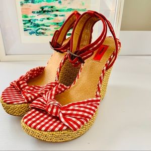 🛍 Red and white wedge sandals 🛍